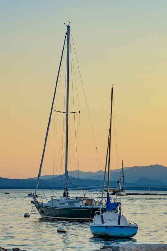 How Long Can I Leave My Boat Anchored #boat #boating