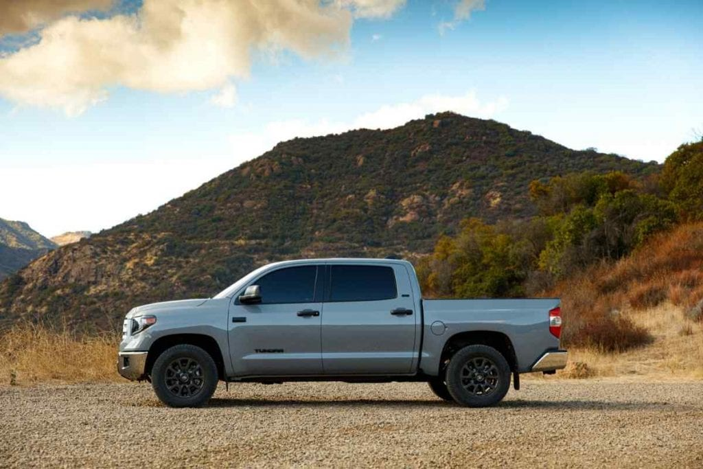 What Boats Can a Toyota Tundra Pickup Truck Tow? [21 Examples]
