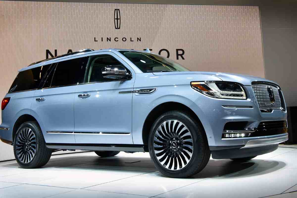 Towing Capacity: What Boats Can a Lincoln Navigator Tow?