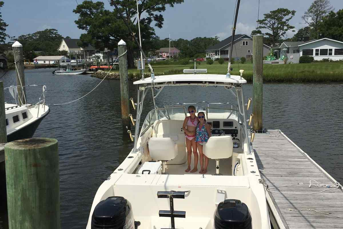 Differences Between a Catamaran and Pontoon Boat, Power Catamaran