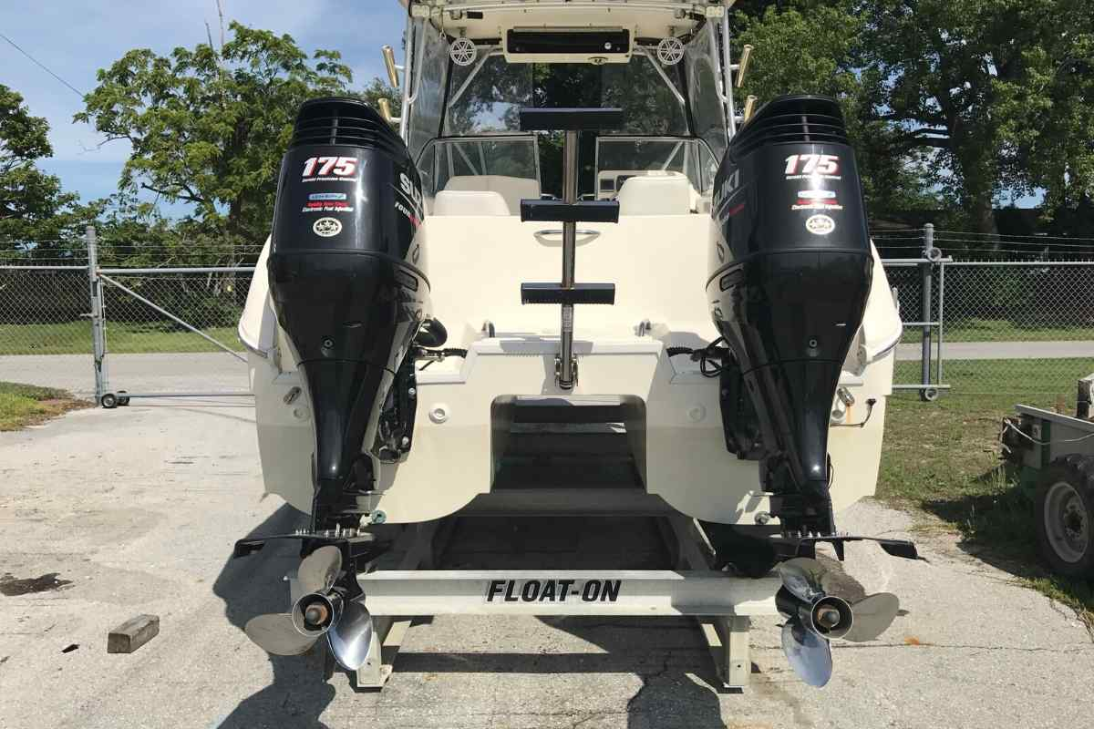 Differences Between a Catamaran and Pontoon Boat