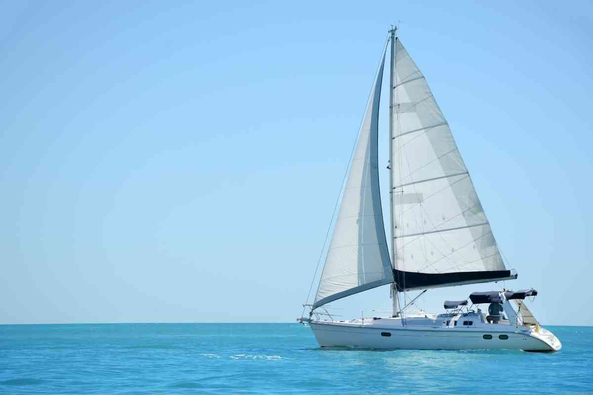 Why Does A Sailboat Need A Keel? #sailing #sailboat #boatlife #boating #boats #monohull