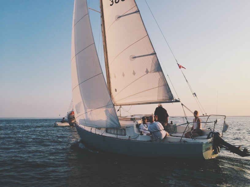 Which Sail Do You Raise First On A Sailboat? When Would You Raise a Spinnaker Sail? #sailing #boating