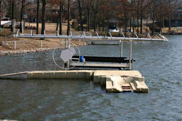 Boat Lifts: Does a Boat Lift Need to be Level?