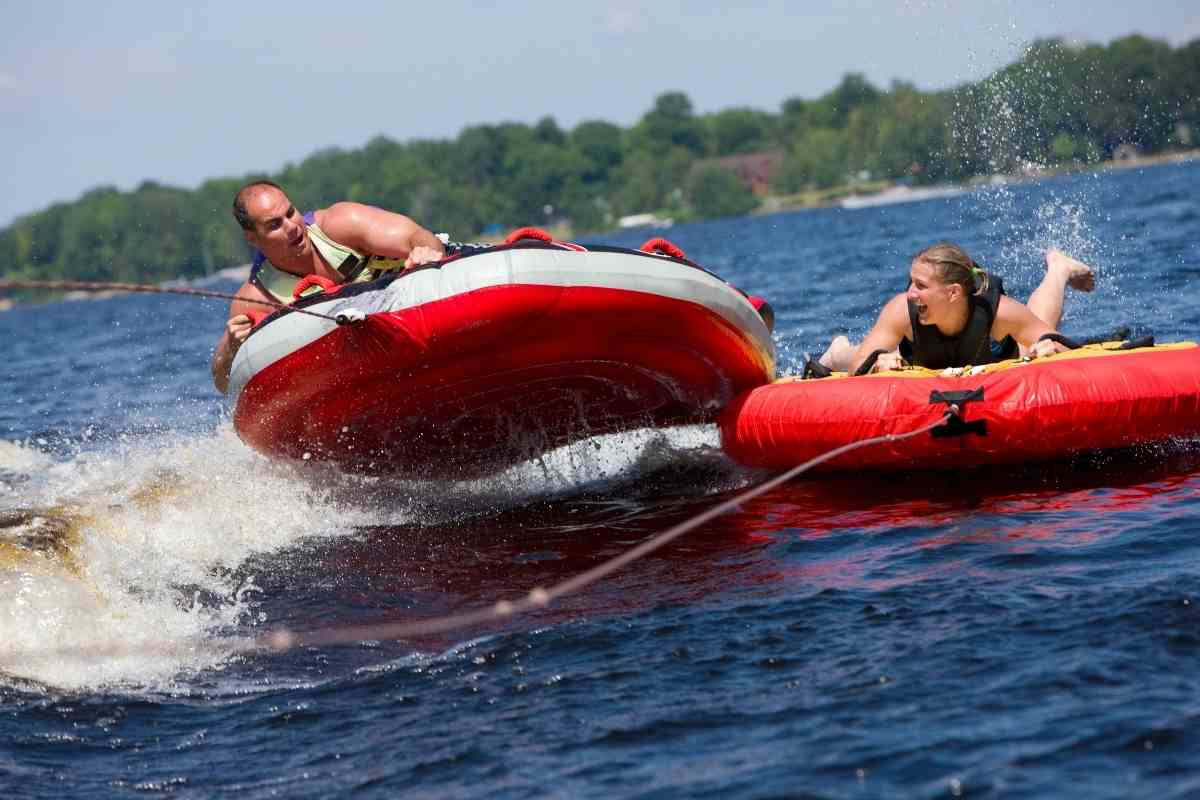 5 Best Towable Boat Tubes the Entire Family Will Enjoy!