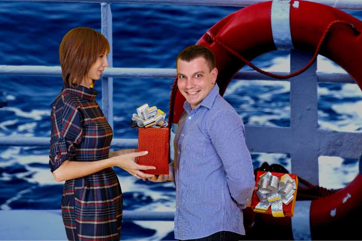 14 Boat Safety Gift Ideas (Nothing says I love you like life-saving boat gear)